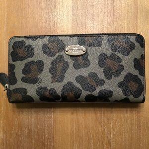 Coach leopard zippy wallet
